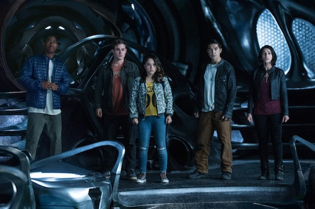 RJ Cyler, Dacre Montgomery, Becky G., Ludi Lin and Naomi Scott in Power Rangers (Photo: Lionsgate)