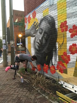 Old Peg Leg works on the mural. (Photo by Teresa Hernandez)