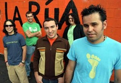 La Rua in 2005: Arreaza is at far right.