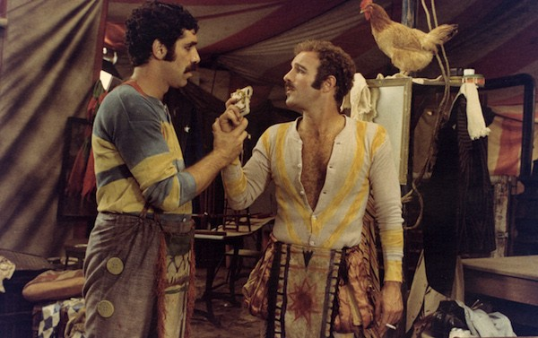 Elliott Gould and James Caan in Harry and Walter Go to New York (Photo: Twilight Time)