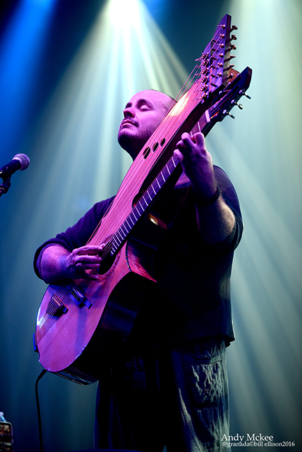 Andy McKee (Photo by Bill Ellison)