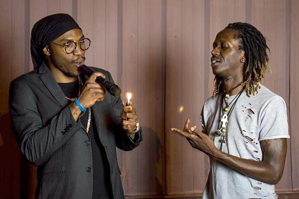 [From left] Kizzy and Tizzy smoke the mic. (Photo by Adam Shutter)