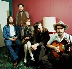 ANDREW PAYNTER - Vetiver from left to right: Otto Hauser, Brent Dunn, Alissa Anderson, Andy Cabic and Sanders Trippe