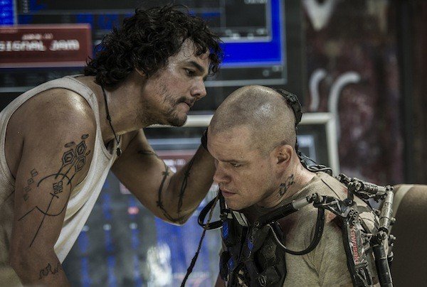 Wagner Moura and Matt Damon in Elysium (Photo: Columbia)