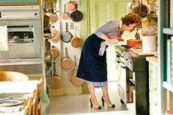 JONATHAN WENK / COLUMBIA - WHAT'S COOKING?: Meryl Streep as Julia Child in Julie & Julia