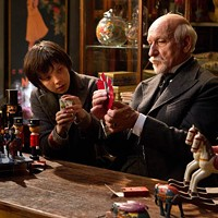 YOU CAN DO MAGIC: Georges Méliès (Ben Kingsley) shows Hugo (Asa Butterfield) the tricks of the trade in Hugo. (Photo: Paramount)