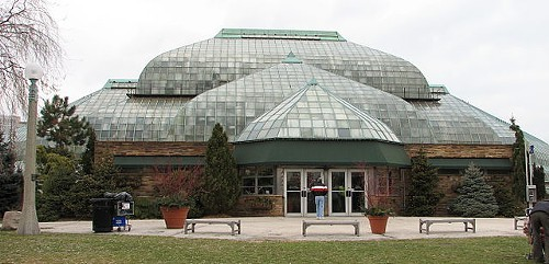 640px-Lincoln_park_conservatory_Chicago_Reader.jpeg