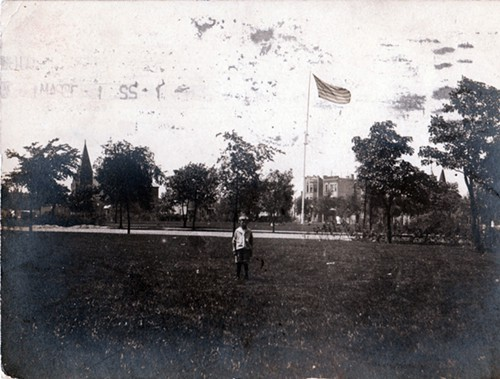 An early photo, estimated to be from around 1900 or slightly earlier, shows a view of Logan Square looking west, before the Illinois Centennial Monument was erected in 1918.