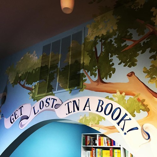 Artist and Roscoe Village neighbor Heather Gentile Collins painted a mural for the store.