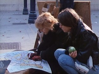 Bulle and Pascale Ogier play the game of Paris in Le Pont du Nord