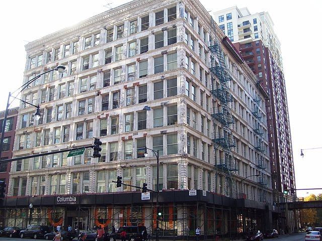 640px-Columbia_College_Ludington_Building_1104_South_Wabash_Avenue.jpg