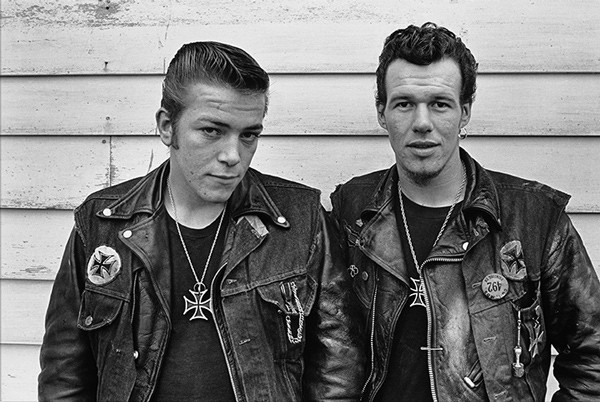 Danny Lyon, Sparky and Cowboy (Gary - Rogues), Schererville, Indiana from The Bikeriders (Aperture, 2014) - © DANNY LYON, COURTESY EDWYNN HOUK GALLERY
