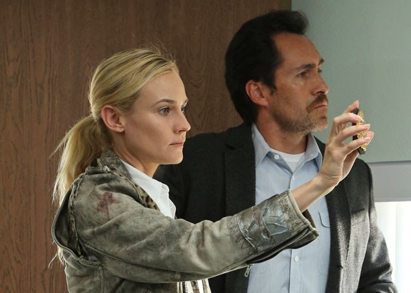 Diane Kruger and Demián Bichir in The Bridge