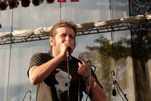 Flags Keith Morris on stage screaming, FUCK YOU GREG GINN! Wow. —Luca Cimarusti