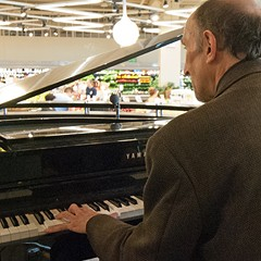 In employing pianists, Mariano's picks up where Nordstrom left off