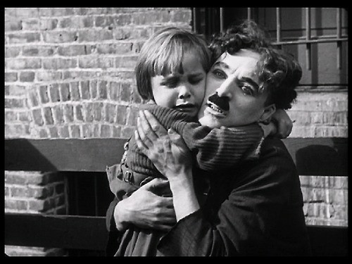 Jackie Coogan and Charlie Chaplin in The Kid