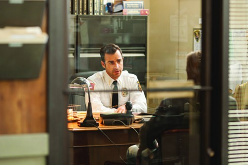 Justin Theroux is a embattled police chief in a town full of embattled people.