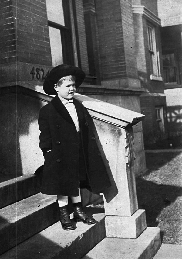 Robert Ryan as a child in Uptown, Chicago