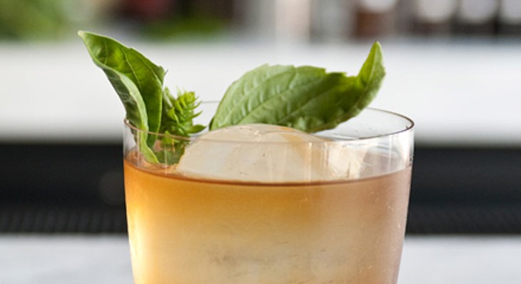 Step-by-step instructions for making a Graham Elliot Bistro bartender's Madras curry cocktail