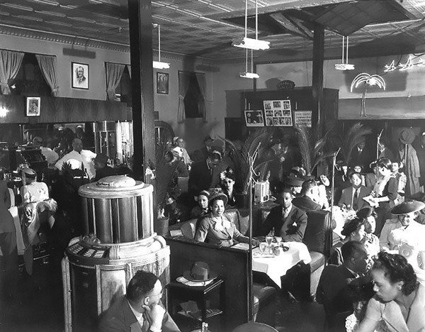 """The interior of the Palm Tavern in the 1940s, when it was owned by James """"Genial Jim"""" Knight - CHICAGOSUN-TIMES"""