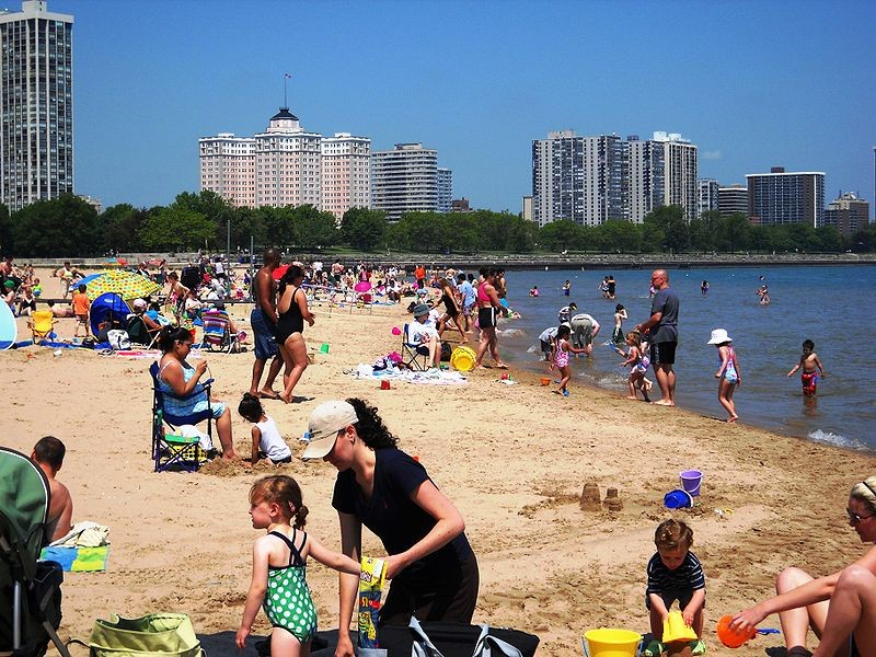 800px-Foster_Beach__Edgewater__Chicago.jpg