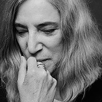 Patti Smith writes, wanders, and mourns her husband in <em>M Train</em>