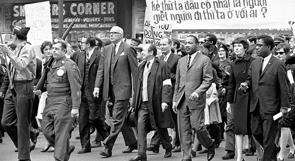 Dr. Martin Luther King leading an antiwar demonstration on State Street, 1967. - AP