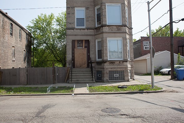 An abandoned graystone in North Lawndale. - DANIELLE A. SCRUGGS