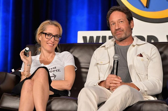 Costars Gillian Anderson and David Duchovny joke at The X-Files reunion panel at Wizard World Chicago on Saturday. - DANIEL BOCZARSKI/GETTY
