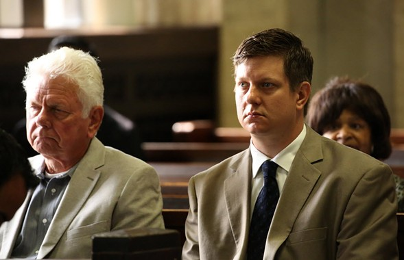 Jason Van Dyke, right, and his father, Owen, at a hearing at Leighton Criminal Courts Building in Chicago - NANCY STONE/ POOL/CHICAGO TRIBUNE