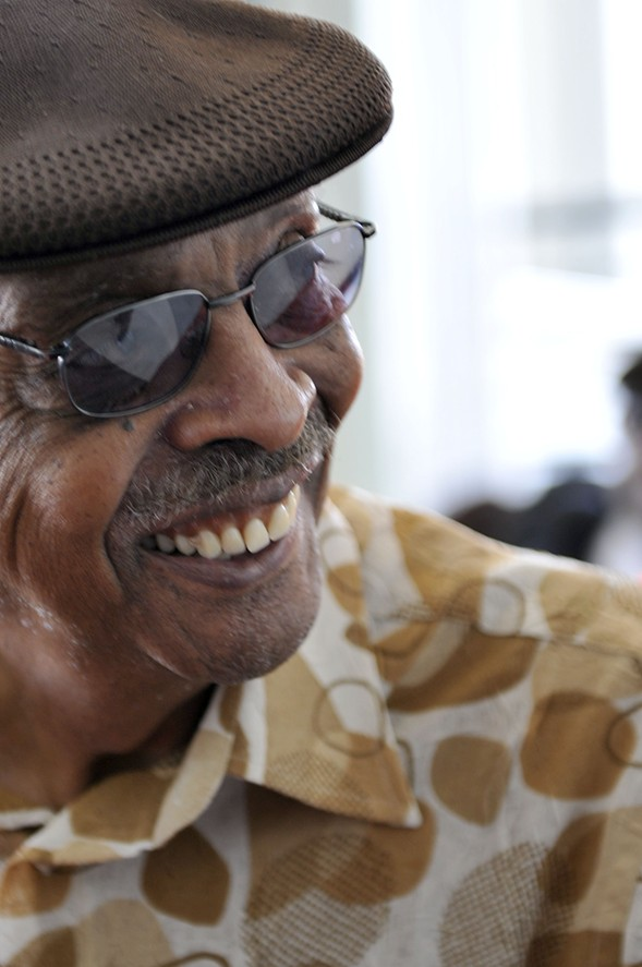 Herb Kent in 2009, outside the Harold Washington Library before the broadcast of Michael Jackson's memorial - BRIAN JACKSON/CHICAGO SUN-TIMES