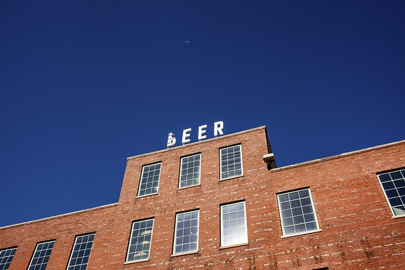 """The P on the Peer sign atop the former Peer Foods meatpacking plant in Back of the Yards has been flipped to spell """"beer."""" - NICK MURWAY"""
