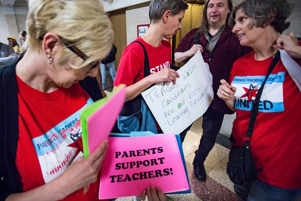 Chicago parent and community groups hold a press conference in front of the mayor's office to support the Chicago Teachers Union in 2016. - JAMES FOSTER/FOR THE SUN-TIMES