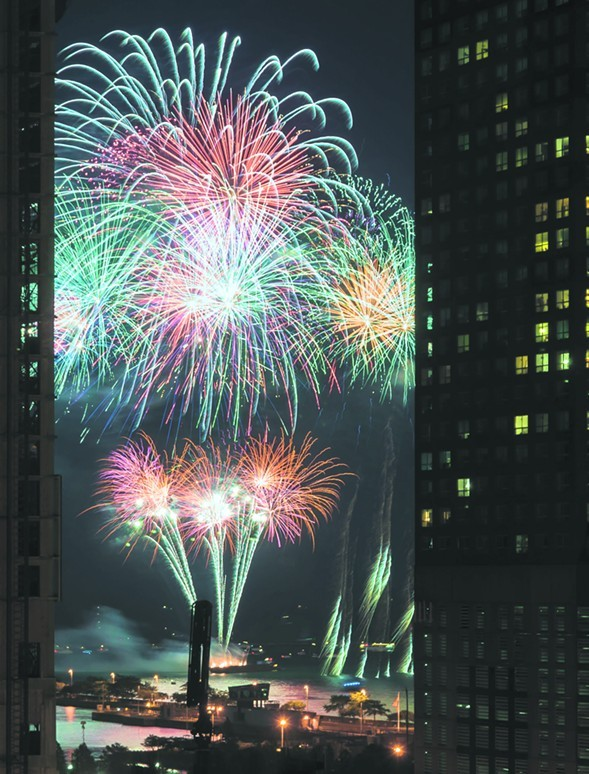 Navy Pier fireworks will be dy-no-mite! They begin on Tuesday 7/4 at 9:30 PM. - BRAD HAGAN