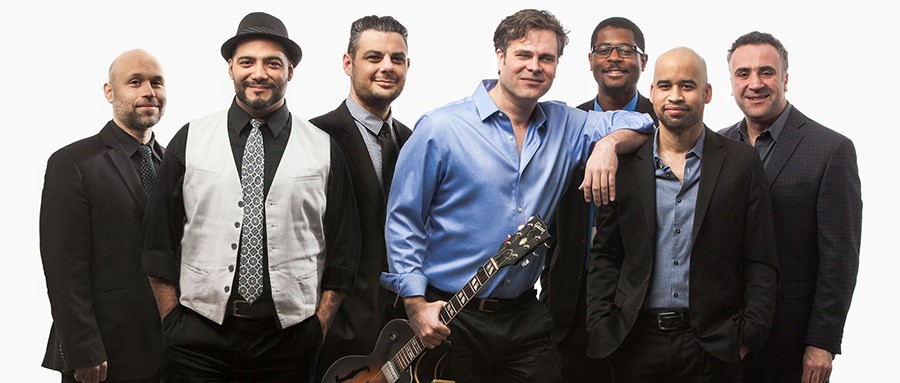 Tim Fitzgerald (center, with guitar) and his band Full House - THOMAS MOHR