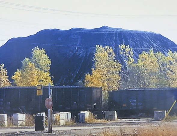 The mounds of petcoke that once loomed over the Tenth Ward are gone, but manganese could be the area's next catastrophe - SUN-TIMES
