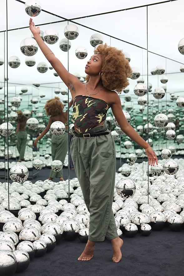 Karlie Thornton, artist, in an infinity room - ISA GIALLORENZO