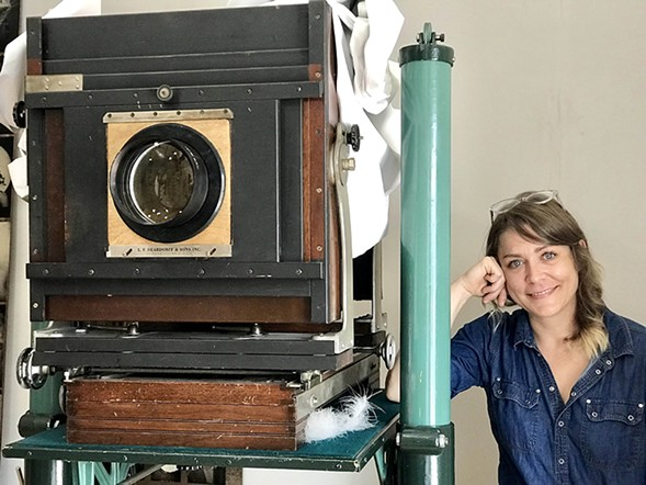 "Jen Jansen with ""the Beast,"" a Deardorff 11x14 studio camera from the 20s, made in Chicago - ISA GIALLORENZO"