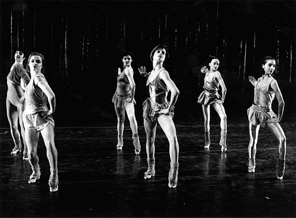 Bataille (center) dancing wth Hubbard Street Dance Chicago in Twyla Tharp's The Golden Section.