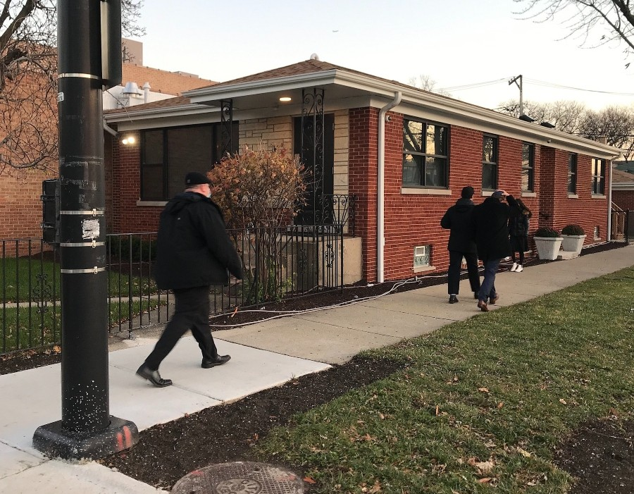 Walking on a Friday at sunset in West Rogers Park. - JOHN GREENFIELD