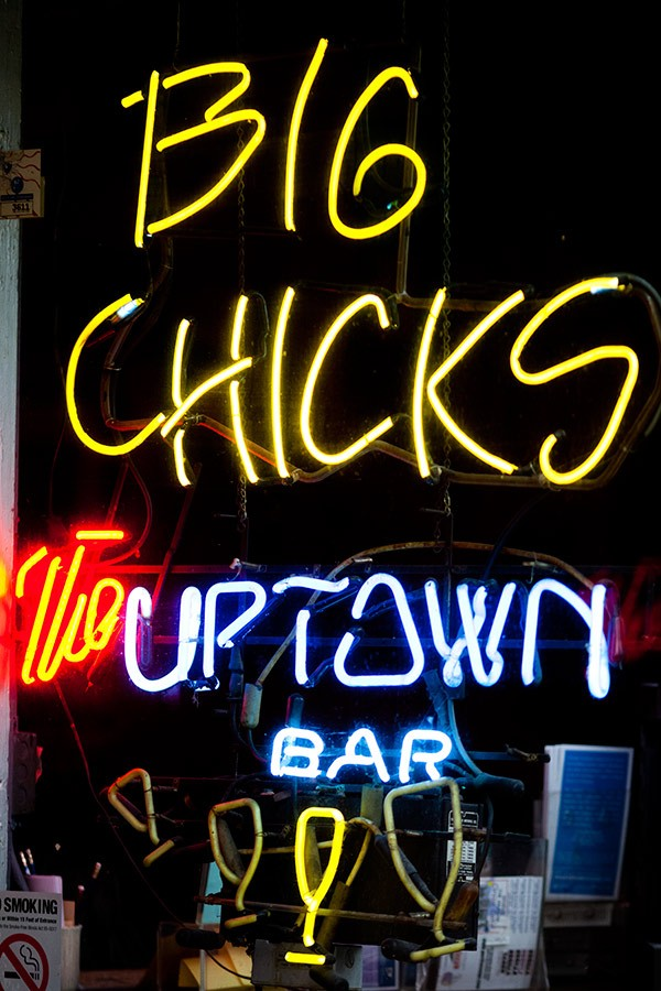 bestgaybar-big-chicks-600.jpg
