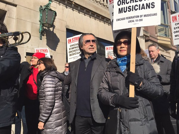 CSO conductor Riccardo Muti joins the picket line