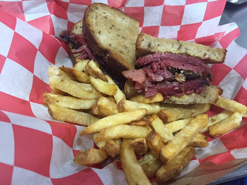 Montreal smoked meat sandwich with fries - JULIA THIEL