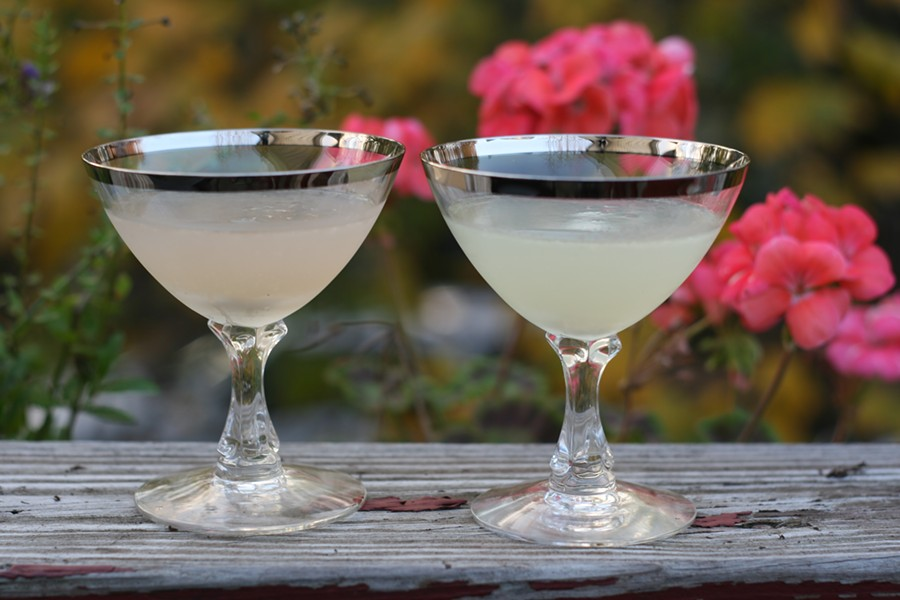 Corpse Reviver 2 made with Lillet (left) and Cocchi Americano (right) - JULIA THIEL
