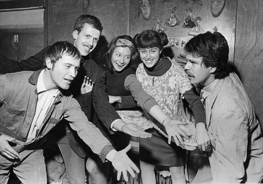 Karl Wirsum (far left) in 1967 with fellow artists Art Green, Gladys Nilsson, Suellen Rocca, and Jim Nutt - CHARLES KREJCSI