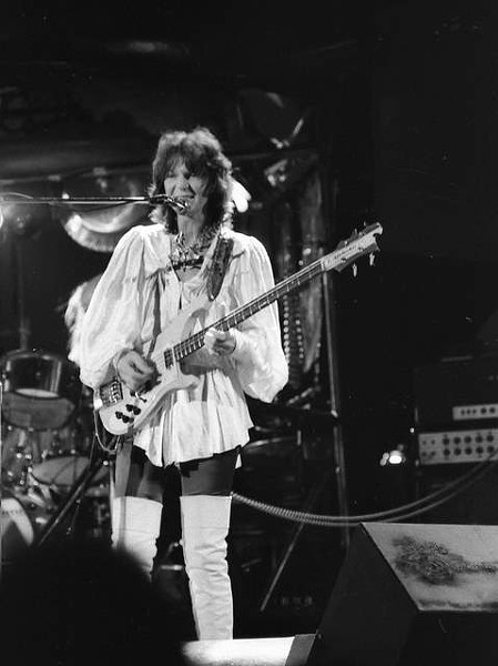 Yes bassist Chris Squire onstage in South Carolina in 1974 - HUNTER DESPORTES