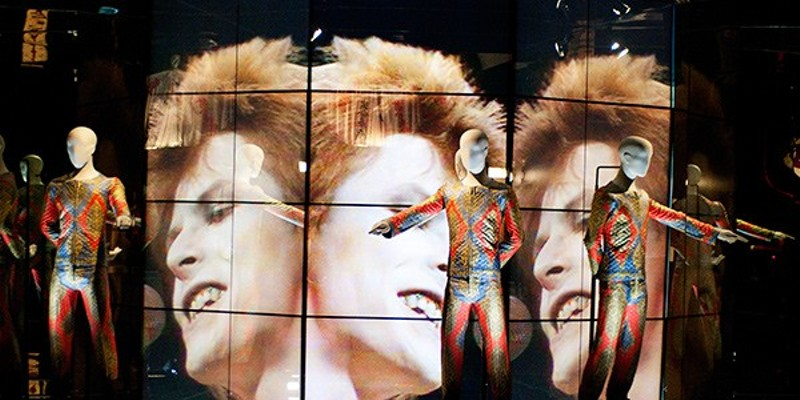 """David Bowie's Top of the Pops performance and his """"Starman"""" suit at """"David Bowie Is"""""""