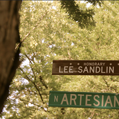 Former Reader writer Lee Sandlin honored with a stretch of Artesian Avenue