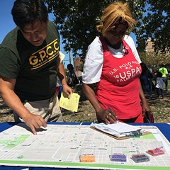 Garfield Park residents contributing to the Vision Zero West Side map of community concerns at the Garfield Park Farmers Market in September.