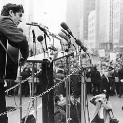 Phil Ochs during a 1967 Vietnam protest outside the UN building in New York.